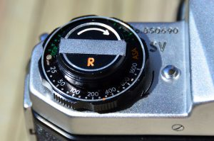 "The orange ""R"" on the rewind knob indicates a revised mirror box which was done in 1964."