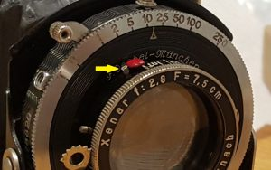 The post indicated by the yellow arrow must be removed to unscrew the front element.