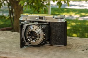The Vito II added support for 135 format 35mm film and had a Color-Skopar coated lens.