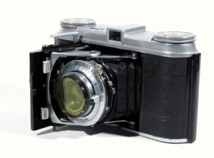 The original pre-war Vito is very rare today. It was designed for unperforated 35mm cinema film and made 30mm x 40mm exposures.