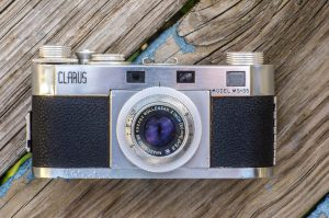 I have thought the Clarus MS-35 to be a very good looking camera since the first time I saw one.