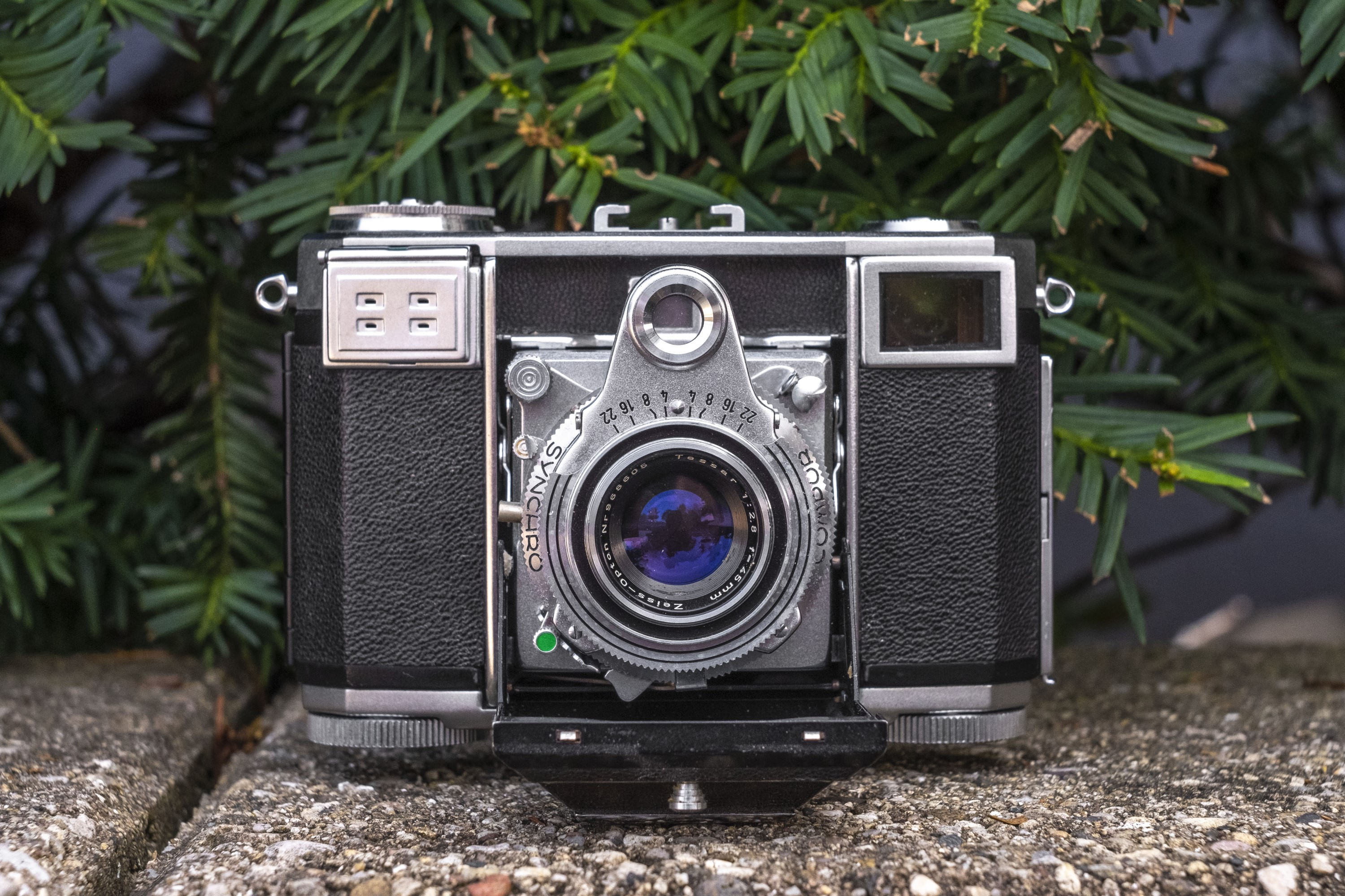Second Look: Zeiss-Ikon Contessa 35